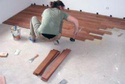 Posare un pavimento in legno laminato giardino for Posare laminato su pavimento esistente