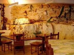 Come trasformare una vecchia cantina in una taverna for Arredamento ristorante rustico